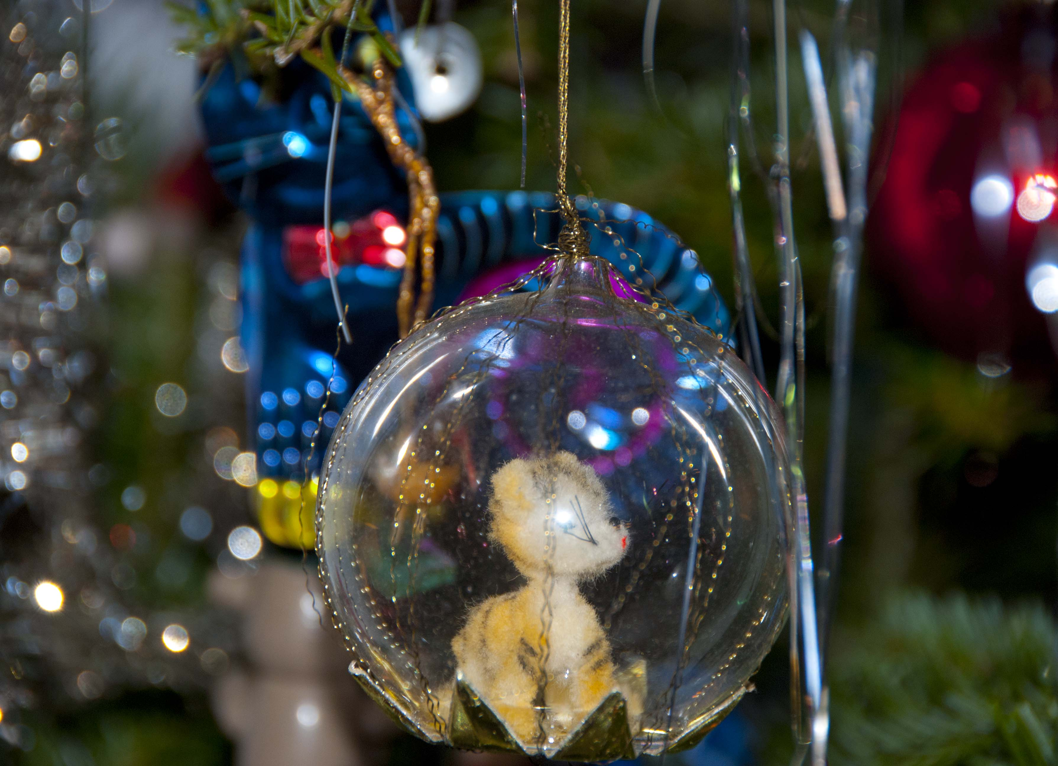 Christmas Tree Light, The Old-Fashioned Way   Wind Against Current