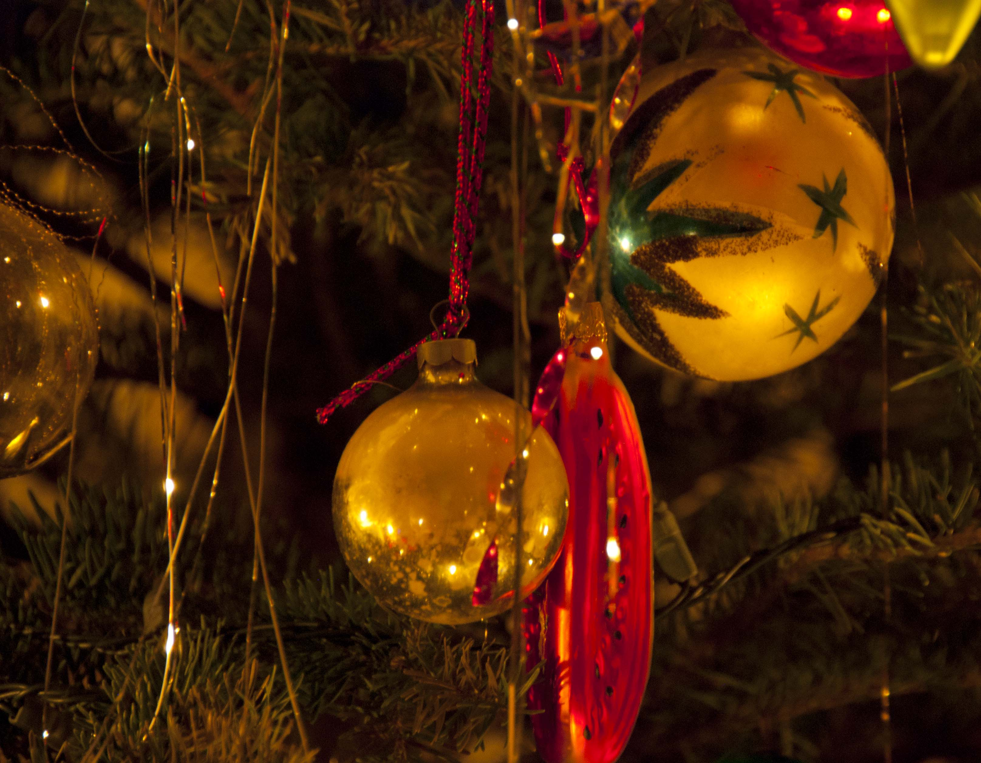 christmas decorations | wind against current