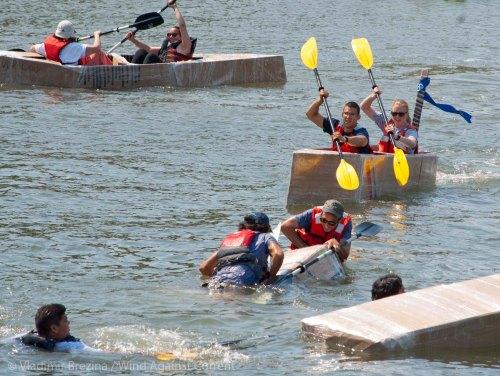 Cardboard-kayak-race-100
